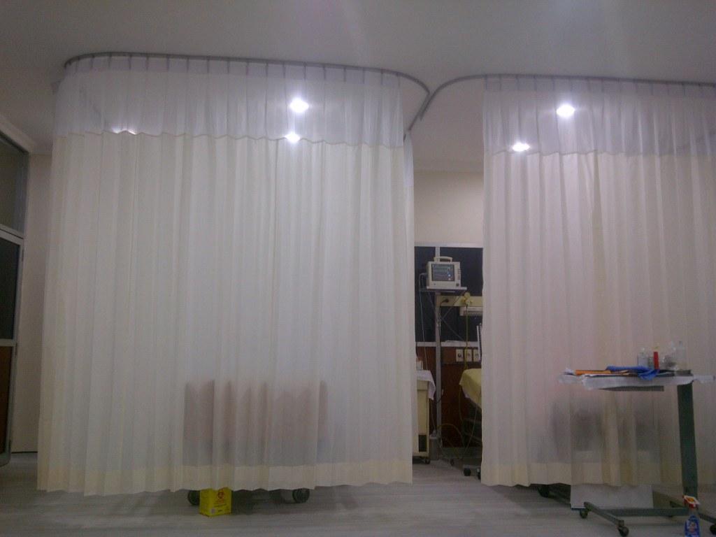 Tirai rumah sakit anti darah